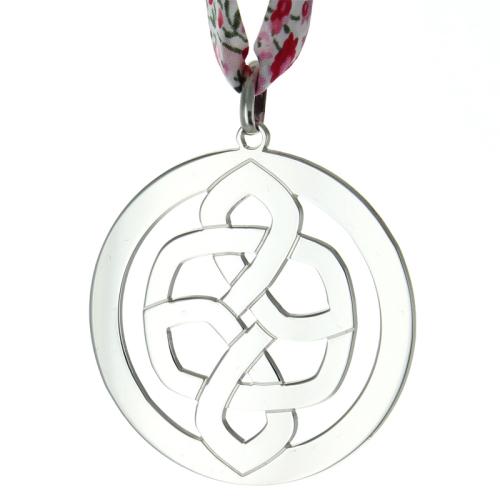 Anhänger keltischer Knoten mit Gravur Blumenmuster