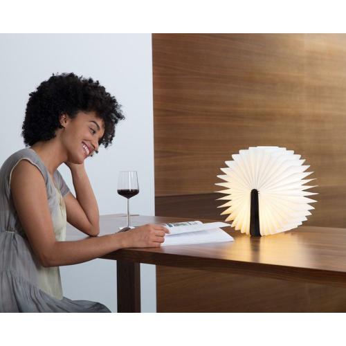 Gravierte Lampe in Buchform Magie