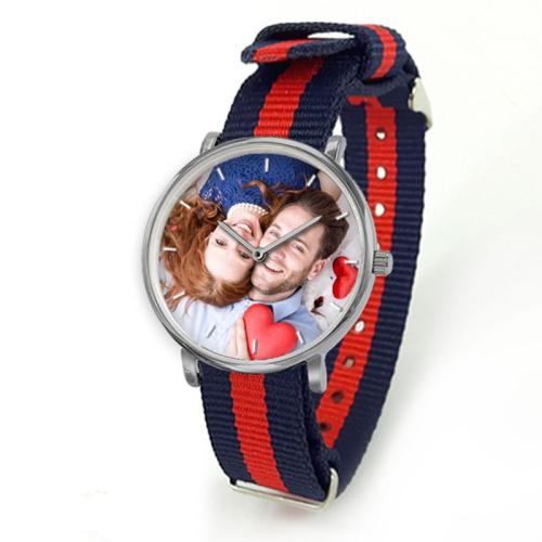 Personalisierte Armbanduhr Nato mit einem gestreiften Armband