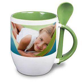 Tasse mit Löffel und Foto