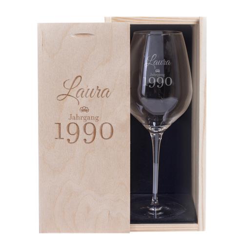 Weinglas und Holzkiste mit Gravur Geburtstag
