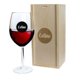 Personalisiertes Weinglas Vorname in schwarzem Kreis