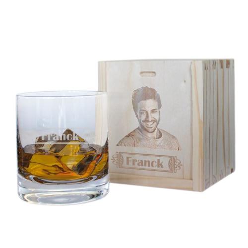 Whiskyglas mit Namensgravur und Holzkiste