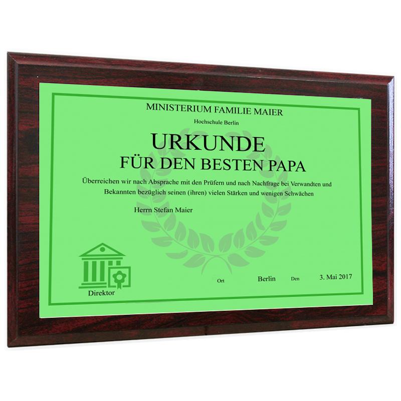 Personalisierte Urkunde auf Holzrahmen